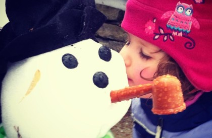 A fleeting kiss for a snowman